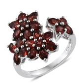 Mozambique Garnet Platinum Over Sterling Silver Floral Ring (Size 7.0) TGW 4.98 cts.